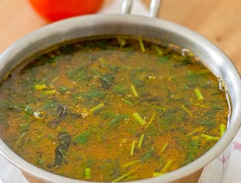south-indian-Tomato-rasam-with-rasam-powder-garlic-tamil-recipe-1-2